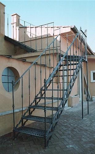 La scala a giorno fiorata - Scale in ferro per esterno ...